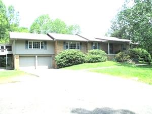 9 Mountain View Rd., Wmsbg | Multi-level home w/5 bdrms, 3 baths, living rm, dining rm, kitchen