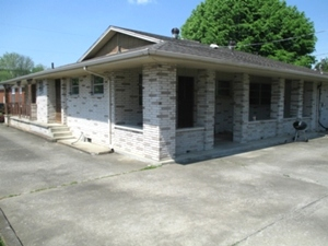 214 N. 3rd Street Williamsburg, Ky.| One story brick ranch 2604 sf +/- w/3 bedrooms, 2 ½ baths, living room, family room, dining room, eat-in-kitchen
