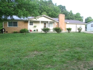 Sale pending! 747 S. Hwy 25W Pleasant View | One story brick home 1925 sf +/-.  4 bedrooms, 2 baths, living room, eat-in-kitchen, and laundry room.