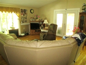 King 1656 Bethel Rd Pine Knot: |  A 1717 SF+/- vinyl sided home with three bedrooms, 3 baths,