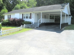 1460 Hwy 25W, Wmsbg | A two bedrooms, one bath, eat-in-kitchen, living room, laundry room, and a large walk in closet